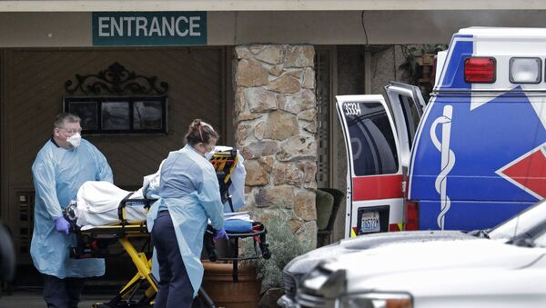 Ambulance workers move a man on a stretcher from the Life Care Centre in Kirkland, Washington into an ambulance - Sputnik International