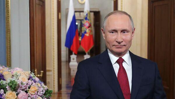 Putin congratulates women on 8 March - Sputnik International