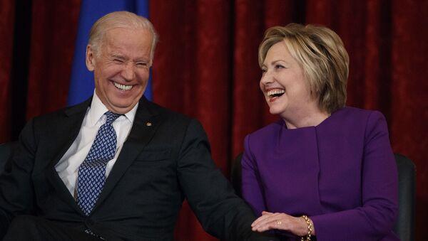 Vice President Joe Biden, left, laughs with former Secretary of State Hillary Clinton during a ceremony to unveil a portrait of Senate Minority Leader Harry Reid, D-Nev., on Capitol Hill, Thursday, Dec. 8, 2016, in Washington. - Sputnik International
