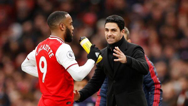 Arsenal's Alexandre Lacazette with manager Mikel Arteta - Sputnik International