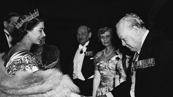 Smiling Princess Elizabeth extends her hand in greeting to Winston Churchill, former British Prime Minister, at a dinner in London, on March 22, 1950 to mark the launching of the Lord Mayor's National Thanksgiving Fund - Sputnik International