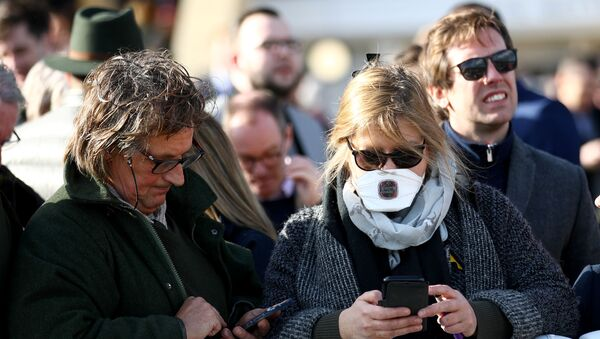 A Spectator in the Stands Wearing a Facemask - Sputnik International
