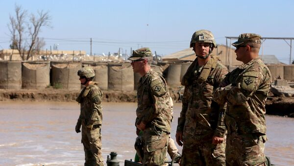 US army forces supervise during a training session at the Taji camp, north of Baghdad, with Iraqi soldiers, aimed at preparing them to install floating bridges, ahead of installing replacement ones in Mosul, on March 6, 2017 - Sputnik International
