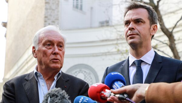 French Health and Solidarity Minister Olivier Veran and immunologist Jean-Francois Delfraissy address the media in the courtyard of the French Interior Ministry in Paris, France March 13, 2020. - Sputnik International