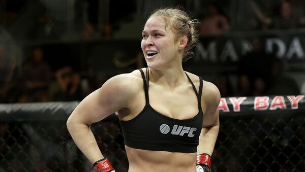 Ronda Rousey looks around after defeating Sara McMann in a UFC 170 - Sputnik International