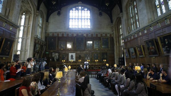 U.S. first lady Michelle Obama, centre rear,  speaks to children from Elizabeth Garrett Anderson school in London as they visit Christ Church College in Oxford, England, Wednesday, May 25, 2011. - Sputnik International