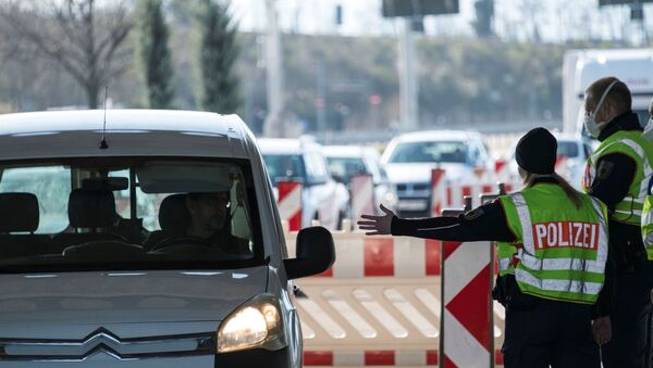 German policemen control motorists trying to cross the Swiss-German border on 16 March 2020, in Weil am Rhein near Basel. - Germany  has reintroduced border controls with France, Austria, Switzerland, Luxemburg and Denmark from March 16, 2020 due to the coronavirus crisis, interior minister Horst Seehofer said the day before. - Sputnik International