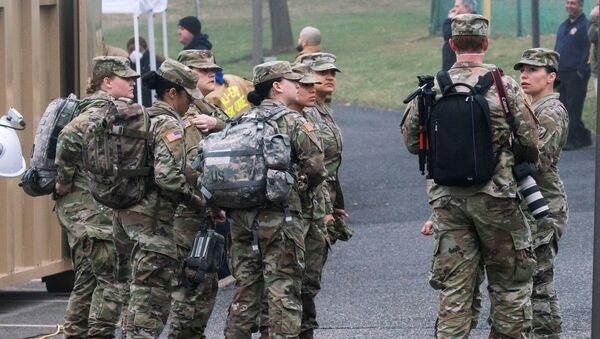 U.S. army soldiers arrive to cooperate at a new drive-thru coronavirus disease (COVID-19) testing center at Bergen Community College in Paramus, New Jersey, U.S., March 20, 2020 - Sputnik International