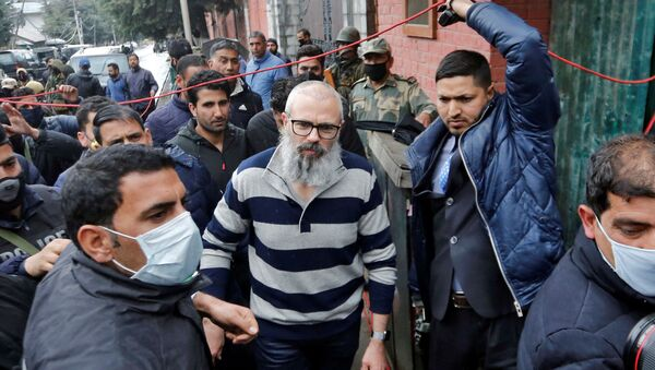 Omar Abdullah, former chief minister of Jammu and Kashmir, walks outside his residence following his release in Srinagar, March 24, 2020 - Sputnik International