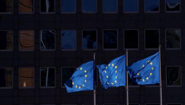 European Union flags fly outside the European Commission headquarters in Brussels, Belgium, February 19, 2020. - Sputnik International