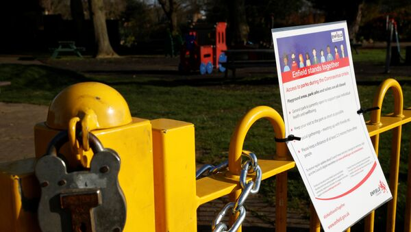 A padlock and a notice is seen at the entrance to a childrens playground in Enfield Town Park, as the spread of the coronavirus disease (COVID-19) continues in Enfield, Britain, March 24, 2020. - Sputnik International