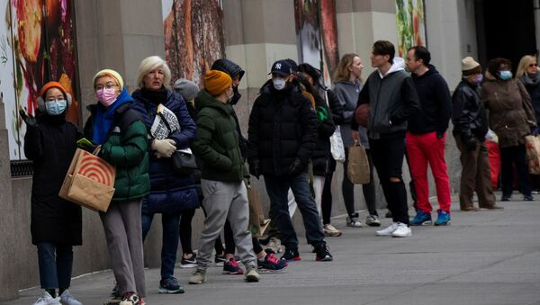 People line up to buy food in a market as the coronavirus disease (COVID-19) outbreak continues in New York, U.S., March 22, 2020.   - Sputnik International