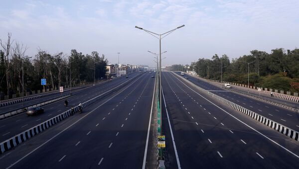 A general view shows an almost empty highway during lockdown by the authorities to limit the spreading of coronavirus disease (COVID-19), in New Delhi, India March 23, 2020. REUTERS/Adnan Abidi - Sputnik International