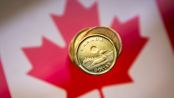 A Canadian dollar coin, commonly known as the Loonie, is pictured in this illustration picture taken in Toronto, January 23, 2015. - Sputnik International