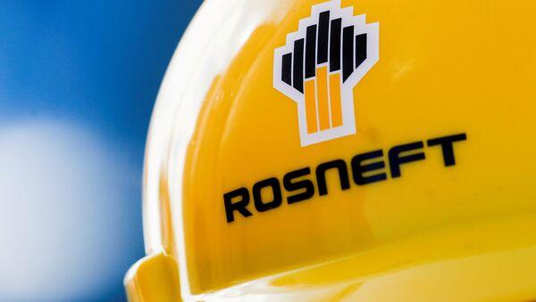 The Rosneft logo is pictured on a safety helmet in Vung Tau, Vietnam April 27, 2018 - Sputnik International