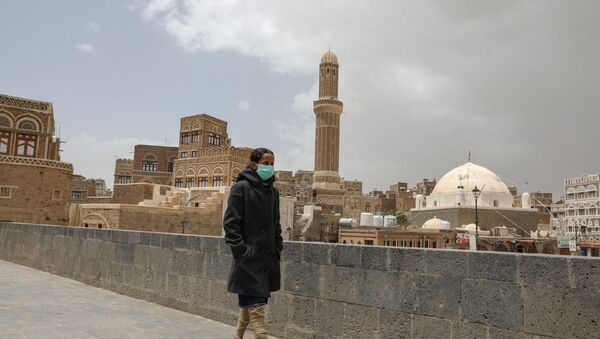 A girl wears a protective face mask amid fears of the spread of the coronavirus disease (COVID-19) in Sanaa, Yemen March 17, 2020 - Sputnik International