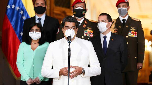 Venezuela's President Nicolas Maduro wearing a protective face mask makes a statement at Miraflores Palace in Caracas, Venezuela March 30, 2020 - Sputnik International
