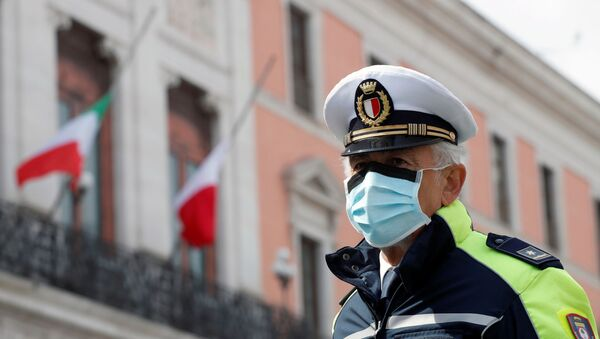 A police officer wears a protective mask, during the coronavirus disease (COVID-19) outbreak, in Bari, Italy, March 31, 2020 - Sputnik International