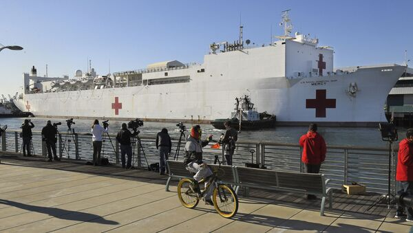 In this March 27, 2020, file photo, a cyclist rides by the US Naval Ship Mercy enters the Port of Los Angeles. - Sputnik International