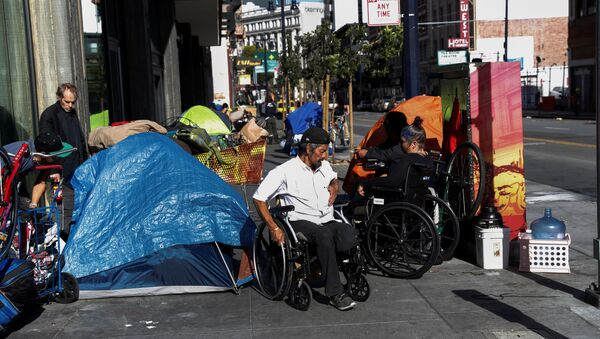 People line in a sidewalk filled with tents set up by the homeless, amid an outbreak of the coronavirus disease (COVID-19), in the Tenderloin district of San Francisco, California, U.S. April 1, 2020 - Sputnik International