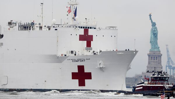 The USNS Comfort passes the Statue of Liberty as it enters New York Harbor during the outbreak of the coronavirus disease (COVID-19) in New York City, U.S., March 30, 2020 - Sputnik International