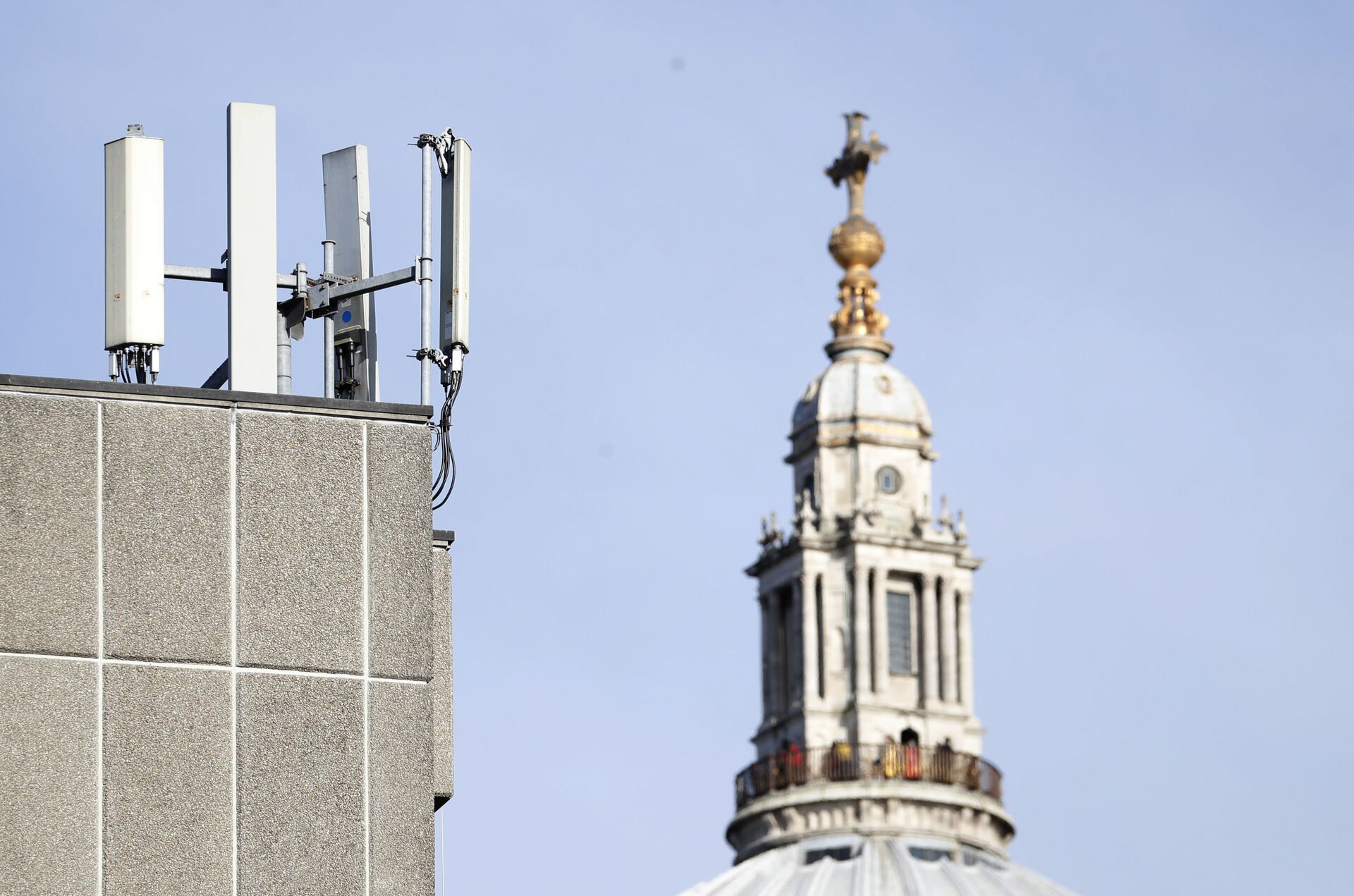 Mobile network phone masts are visible in front of St Paul's Cathedral in the City of London, Tuesday, Jan. 28, 2020. - Sputnik International, 1920, 25.09.2021