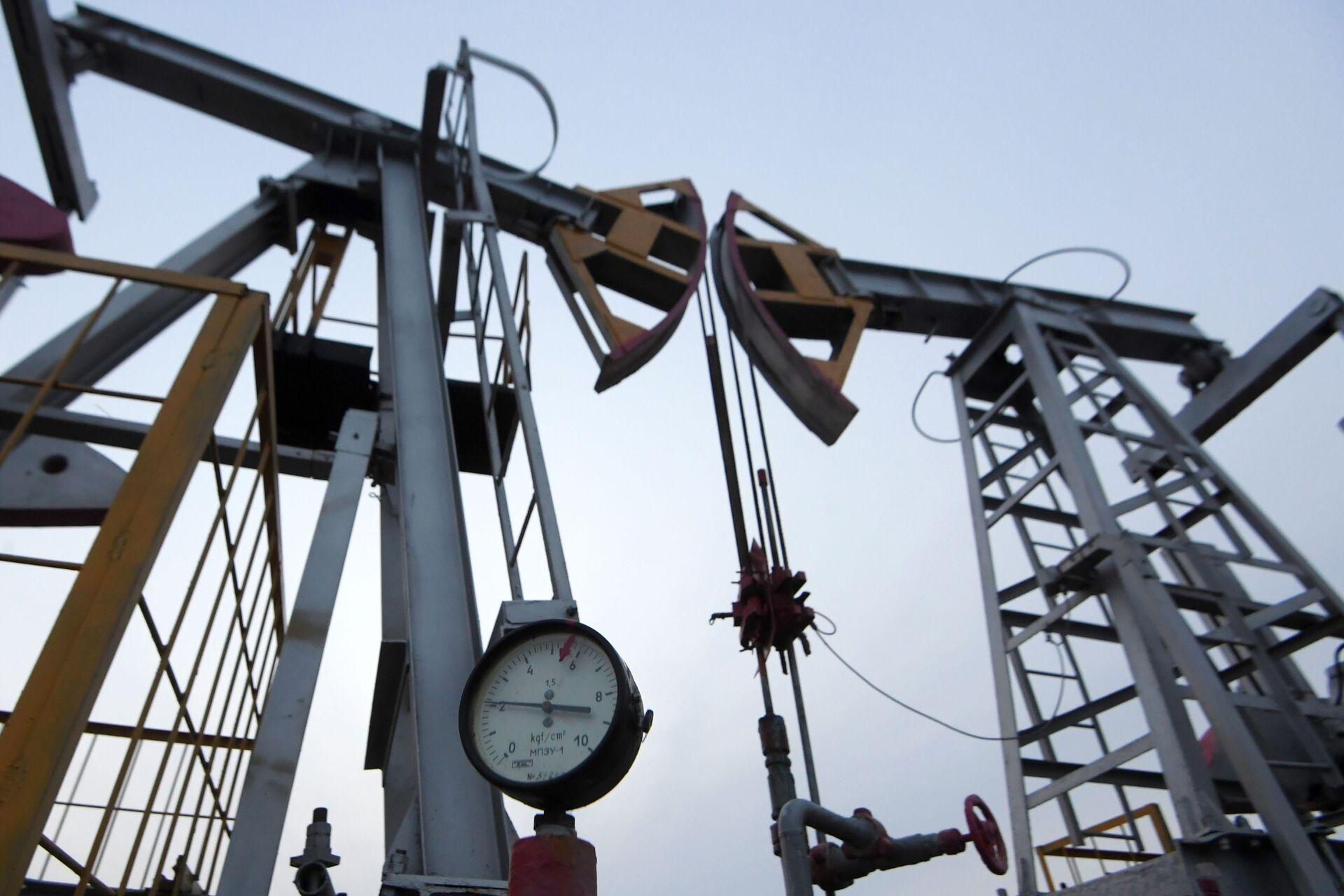 Oil pumpjack in the Republic of Tatarstan, Russia - Sputnik International, 1920, 24.09.2021