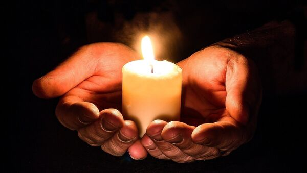 Candle in hands - Sputnik International