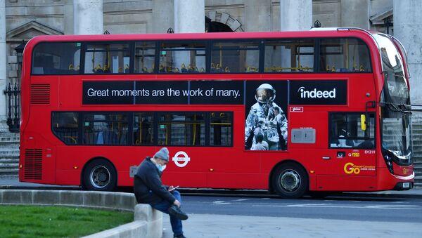 A bus is seen as a man wearing a mask sits down - Sputnik International