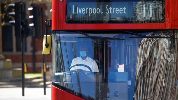A bus driver wearing a face mask is seen in London - Sputnik International