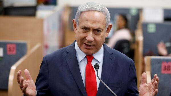 sraeli Prime Minister Benjamin Netanyahu gestures as he delivers a statement during his visit at the Health Ministry national hotline, in Kiryat Malachi, Israel March 1, 2020. - Sputnik International