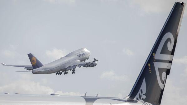 A Lufthansa aircraft repatriatingGerman touriststakes off headed to Frankfurt from Christchurch Airport in Christchurchon April 8, 2020. - Sputnik International