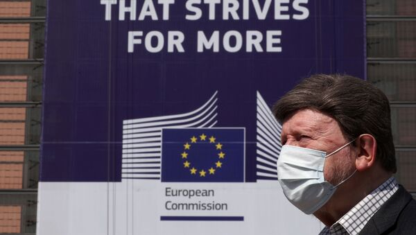 A man wearing a face mask walks past the European Commission headquarters as the spread of coronavirus disease (COVID-19) continues in Brussels, Belgium April 9, 2020.  - Sputnik International