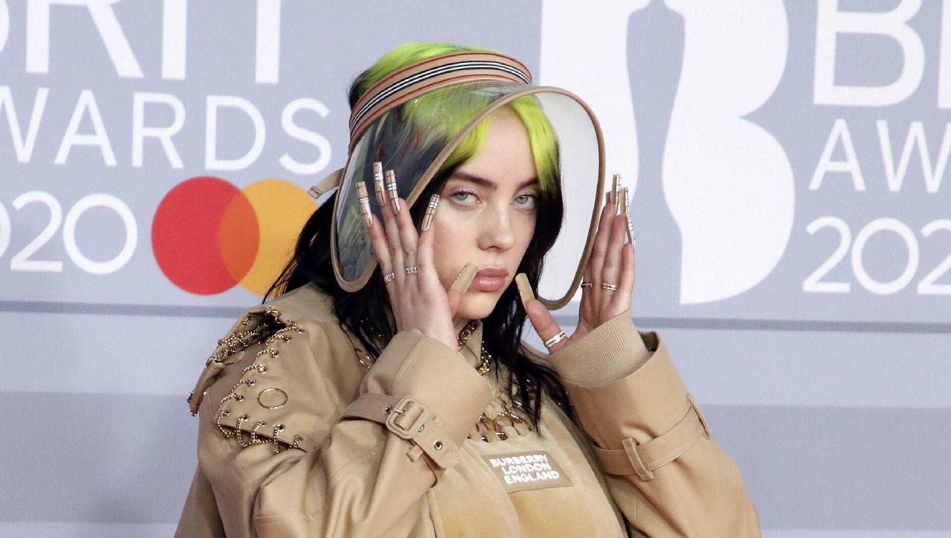 Billie Eilish poses for photographers upon arrival at Brit Awards 2020 in London, Tuesday, Feb. 18, 2020 - Sputnik International, 1920, 31.07.2021