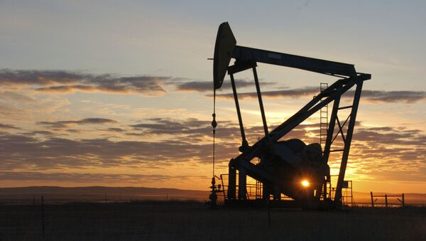 This Nov. 6, 2013 file photo shows a Whiting Petroleum Co. pump jack pulls crude oil from the Bakken region of the Northern Plains near Bainville, Mont. - Sputnik International