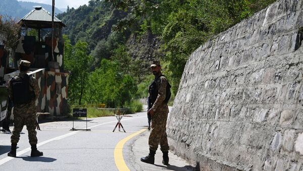 Pakistani troops patrol at the Line of Control (LoC) --- the de facto border between Pakistan and India -- in Chakothi sector, in Pakistan-administered Kashmir on August 29, 2019. - Sputnik International