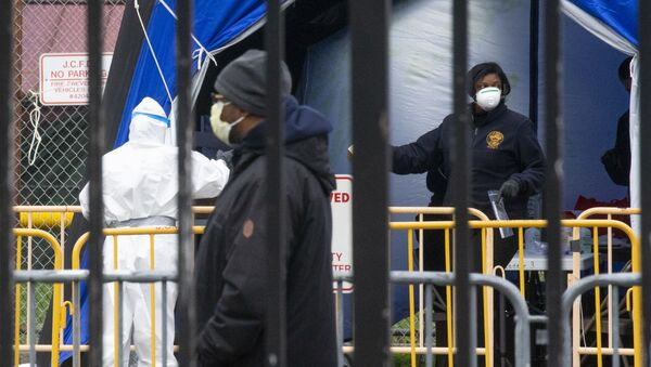 Medical professionals work at a coronavirus walk-up testing site at Public Safety Headquarters on April 10, 2020 in Jersey City, New Jersey. New Jersey has the second most COVID-19 cases in the U.S. with over 50,000 confirmed reports.  - Sputnik International
