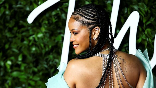Singer Rihanna poses as she arrives at the Fashion Awards 2019 in London, Britain December 2, 2019 - Sputnik International