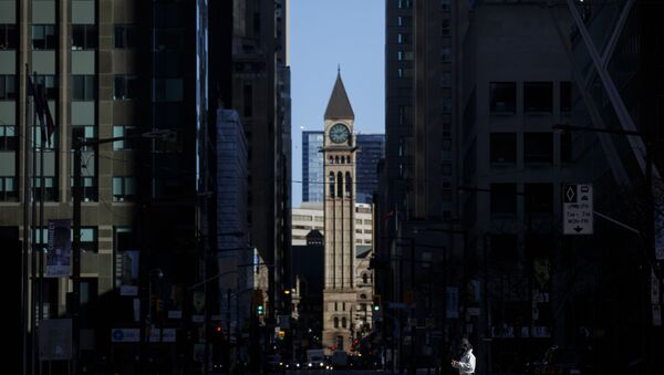 A pedestrian crosses the street with a dog during morning commuting hours in the Financial District as Toronto copes with a shutdown due to the Coronavirus, on April 1, 2020 in Toronto, Canada - Sputnik International