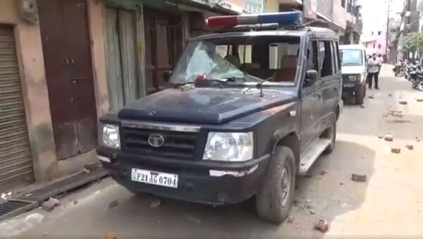 These visuals are from UP's Moradabad where team of medical staff and cops who had gone to a locality under the Nawab Pura police station to take a  Covid_19 suspect to hospital were attacked and stones pelted on them - Sputnik International