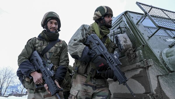 Security personnel stand guard next to a military vehicle near a site of a gunbattle between suspected militants and government forces at Khrew area of Pampore in Pulwama district, south of Srinagar on January 21, 2020. - Sputnik International