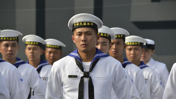 Taiwan sailors parade in front of a new frigate during a ceremony to commission two Perry-class guided missile frigates from the US into the Taiwan Navy, in the southern port of Kaohsiung on November 8, 2018. - Sputnik International