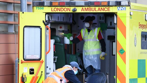 Staff wearing personal protective equipment (PPE) disinfect a London Ambulance outside The Royal London Hospital in east London on April 19, 2020.  - Sputnik International