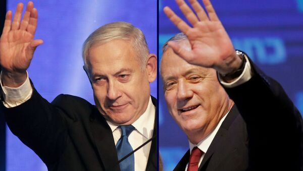 (COMBO) This combination picture created on September 18, 2019 shows, Benny Gantz (R), leader and candidate of the Israel Resilience party that is part of the Blue and White (Kahol Lavan) political alliance, waving to supporters in Tel Aviv early on September 18, 2019, and Israeli Prime Minister Benjamin Netanyahu addressesing supporters at his Likud party's electoral campaign headquarters in Tel Aviv early on September 18, 2019. - Sputnik International
