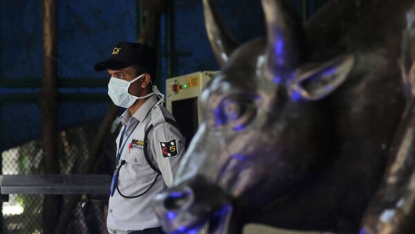 A security guard wearing a mask as a precaution against the new coronavirus stands at the Bombay Stock Exchange (BSE) building in Mumbai, in Mumbai, India, Monday, March 16, 2020 - Sputnik International