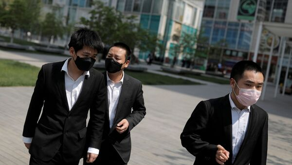 Office workers wear protective during lunch hour near Beijing's Central Business District as the spread of the new coronavirus disease (COVID-19) continues in China, April 17, 2020 - Sputnik International