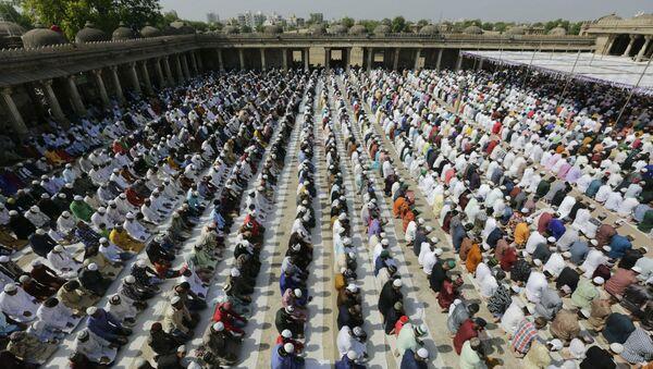 Indian Muslims offer Eid al-Fitr prayers at the Sarkhej Roza in Ahmadabad, India, Wednesday, June 5, 2019. Eid al-Fitr marks the end of the fasting month of Ramadan.  - Sputnik International