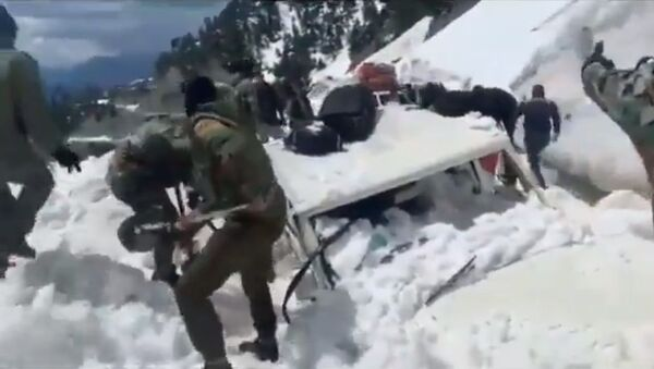 Rescue Operation Video. Indian Army rescued Sub District Magistrate & two others in Karnah area of North Kashmir - Sputnik International