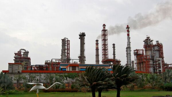 An oil refinery of Essar Oil, which runs India's second biggest private sector refinery, is pictured in Vadinar in the western state of Gujarat, India, October 4, 2016. - Sputnik International