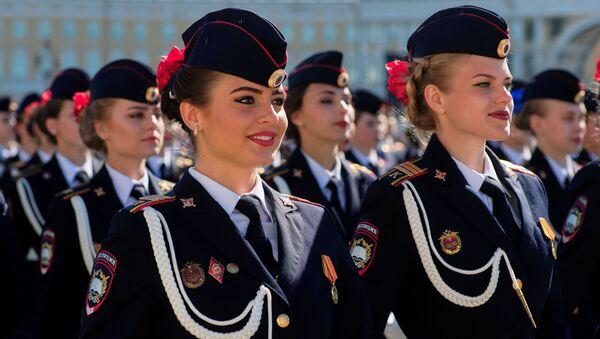 Beauties in Uniform: Stunning Russian Servicewomen During Victory Day Rehearsals - Sputnik International